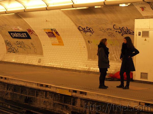 Metro Girls, Paris